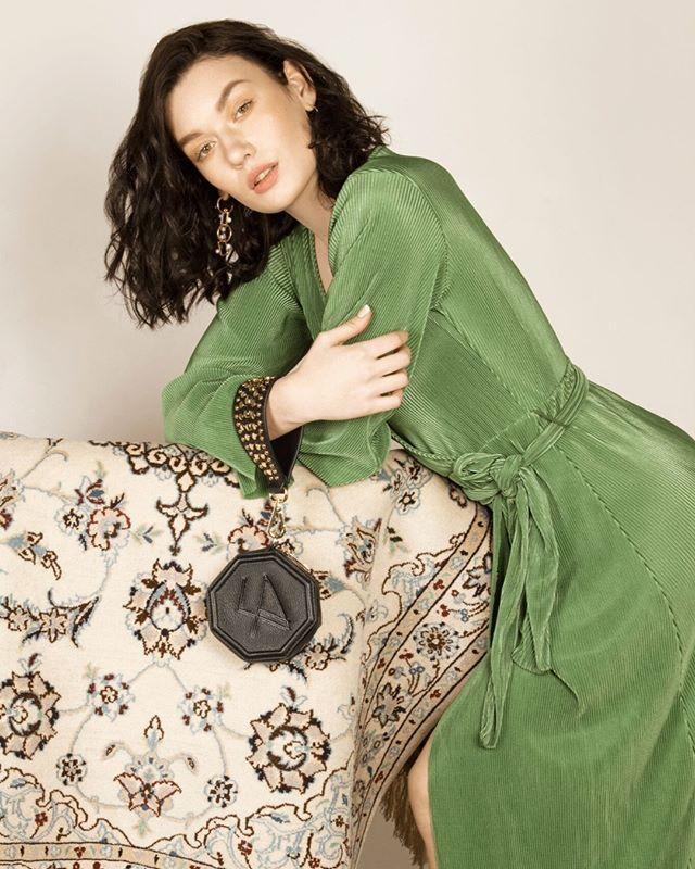 Donya Black in a whole new light ✨🍂 . . . . #lunaamanigals #bag #bagaddict #clutch #clutchbag #SS19 #streetstyleinspo #springsummer #baglover #geometricdesign #geometric #ootd #stylist #leatherbag #londonblogger #instafashion #fashion #designer #editorial #lunaamani #bagoftheday #bloggerstyle #handbag #design #fashioninspo #AW19 #londonbloggers #cardiffblogger #SS20 #streetstyleluxe