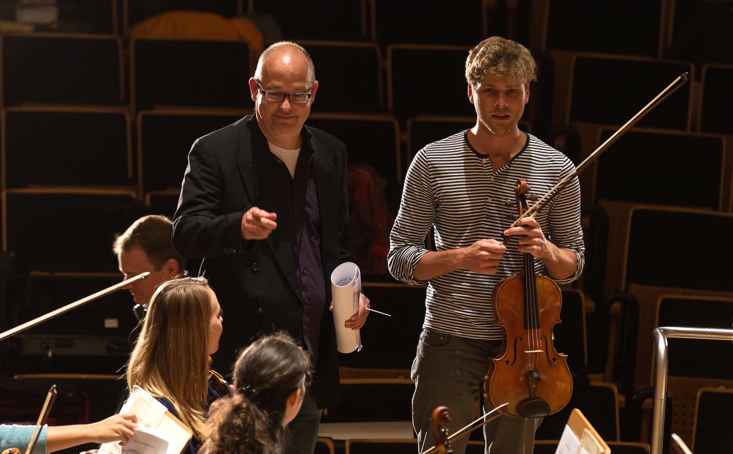 TFW gemeinsam mit Gabriel Müller, Orchestervorstand der Jungen Deutschen Philharmonie  Foto: www.achim-reissner.de
