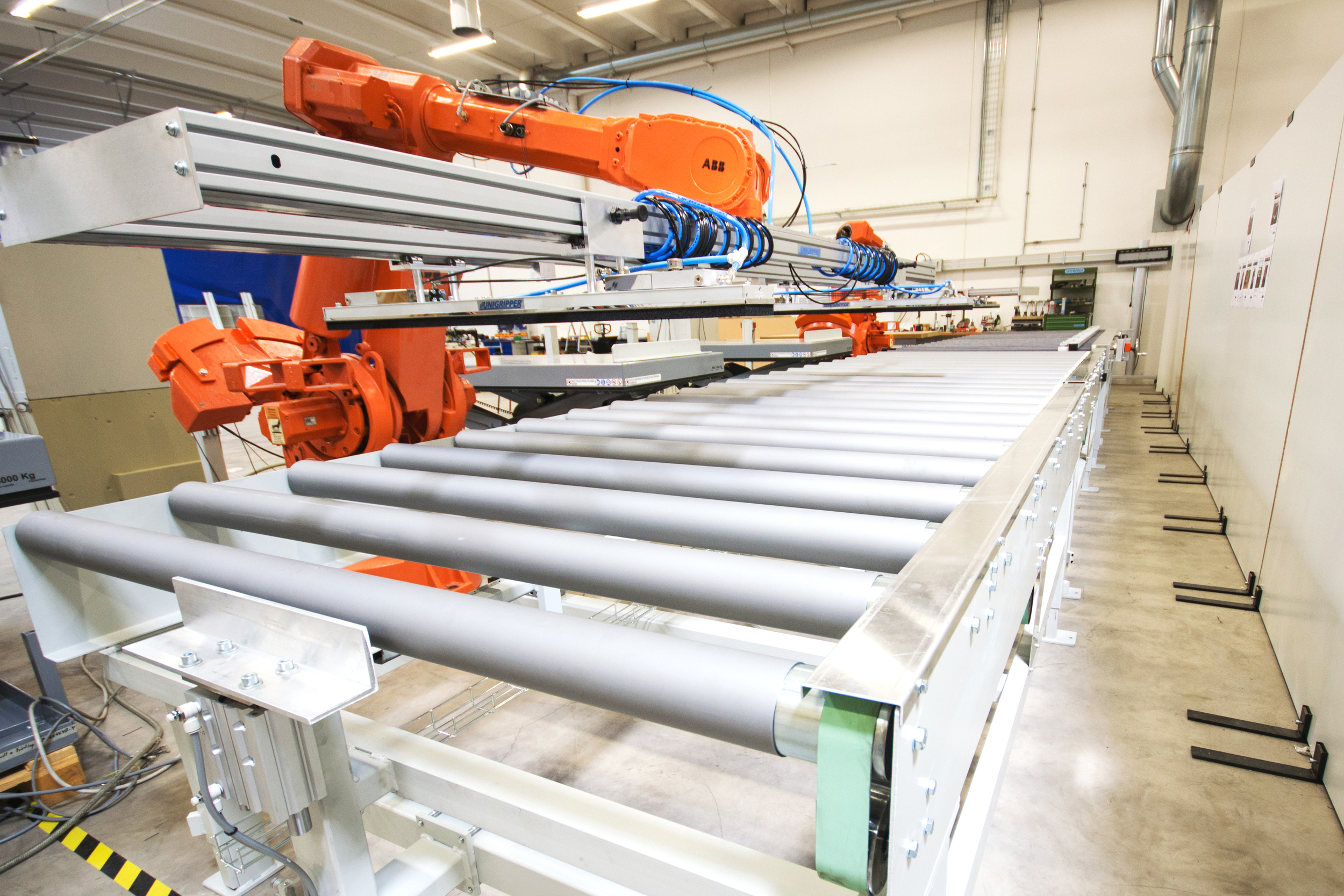 industrirobotar   Jrl gör små som stora robotinstallationer ofta i samband med en hel robotcell där in och utmatning av material sker.Det är inte sällan robotcellerna även har en specialmaskin som slutför bearbetningen. JRL kan tillhandahålla både nya och begagnade robotar  och vi kan även tillverka specialmaskiner vid behov.