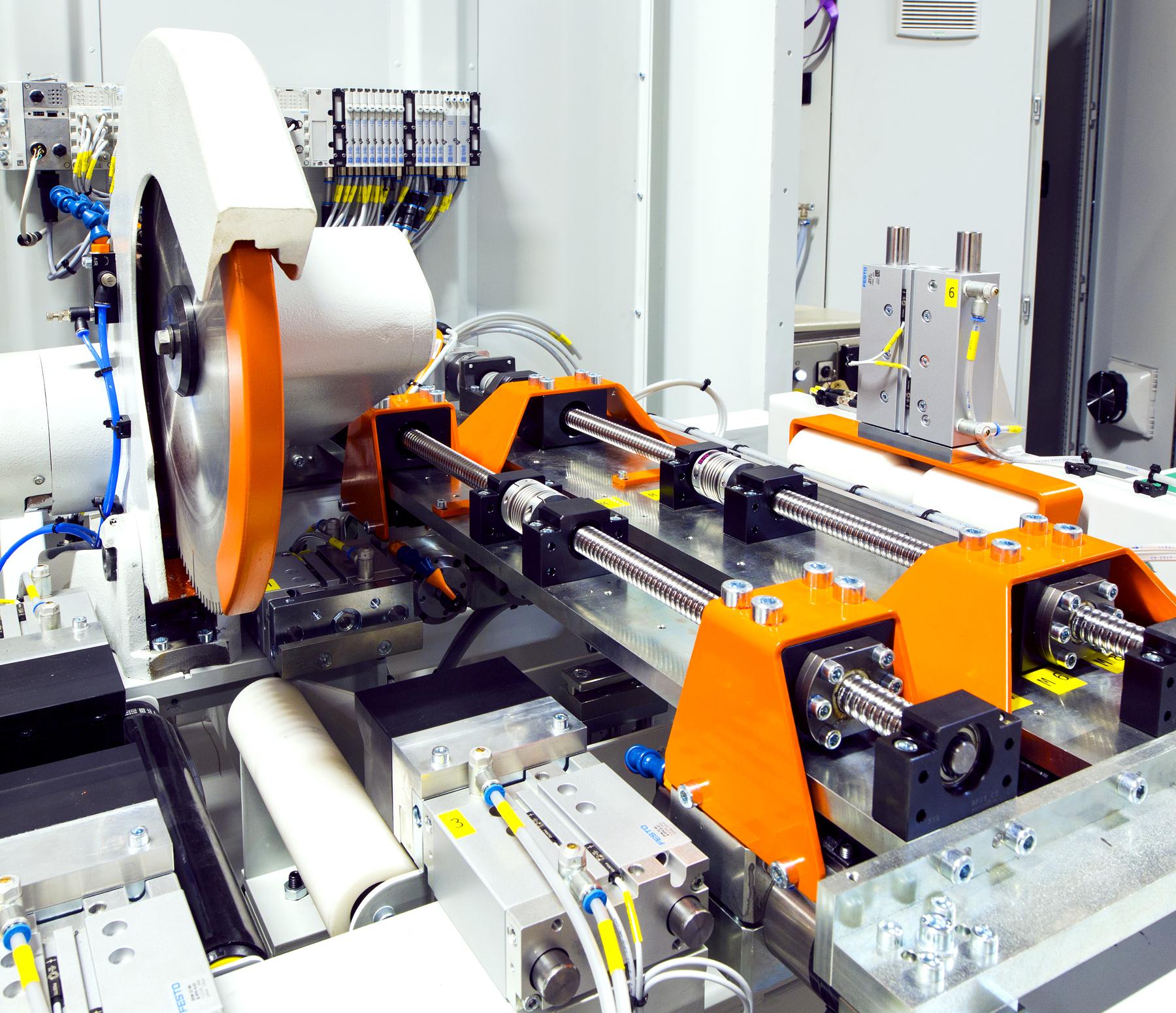 SPECIALMASKINER - Våra maskinbyggare förverkligar dinaritningar med passion och erfarenhet.