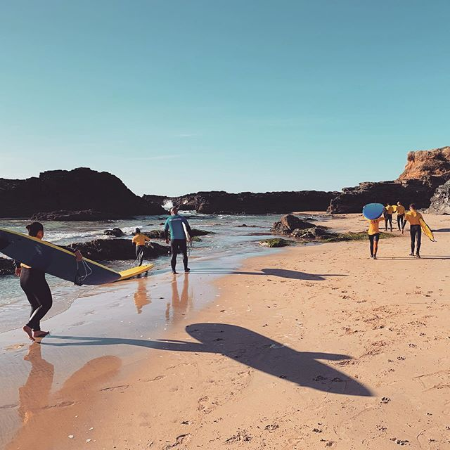 Morning everyone! . . We are running (sunset sessions-surf club) on Thursday and Friday this week. The surf and wind is looking great at the moment please let us know who will be attending and what days you'd like to book as soon as possible so we make sure we have enough coaches in place. Inductions will be running and available on both Thu & Fri for anyone wishing to join sessions start at 5.30pm & will be at Gwithian😃 see you soon 🤙