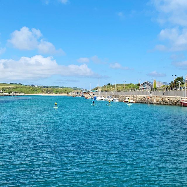 Early morning and evening paddles are the best 🤙 Cheers Guys! See you again soon. . . #visitcornwall #lovecornwall #surfclub #paddleboarding #pastypower #blueskys #summeriscoming #cornwall #surfing #surfschool #private #lessons #grouplessons #familylessons