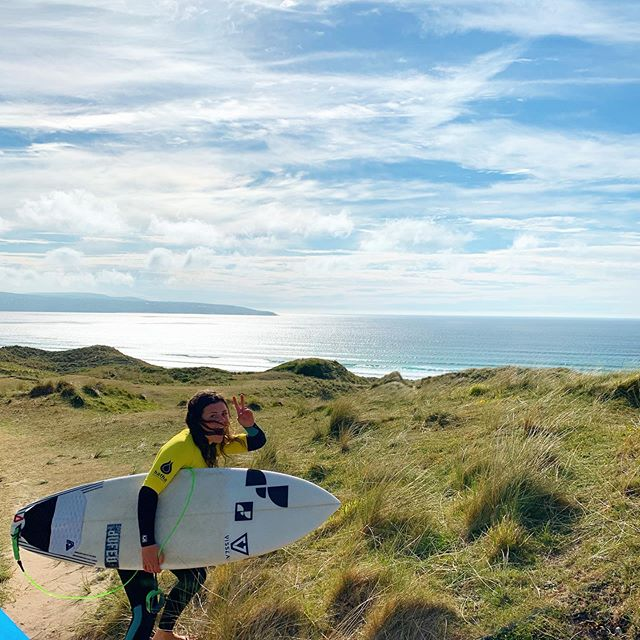 Pumped up & ready! Lines! lines! lines! . . #visitcornwall #lovecornwall #surfinglessons #learntosurf #sunsout #sunset #surf #session #livebythesea #privatelesson #advanced #coaching #surfclub #cornish #beach #surfsup #sunsetsessions #eskinzo #hayle #gwithian #cornwall