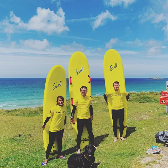 Fantastic conditions for this mornings lesson with these great people - photo bomb Heff 😂🐾 . . . #surfinglessons #surfing #group #lesson #cornwall #beach #visitcornwall #lovecornwall #learntosurf #surf #surfschool #hayle #haylebeach #gwithianbeach #surflesson #kernow #outdoors #travel #holidays #trip #surflife #summer #sun