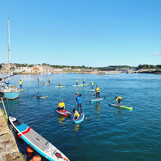 A perfect evening of paddle boarding @royal_cornwall_hospitals . . #visitcornwall #paddleboarding #sup #surf #surfschool #lovecornwall #sunset #northquay #hayleharbour #cornwall #grouplesson #surfinglessons #stivesbay #gwithian #haylebeach #summer #holidays