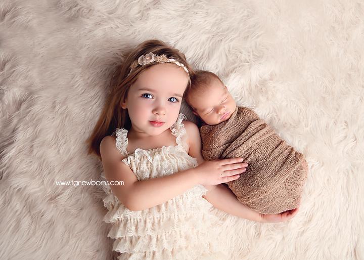 newborn sibling photography