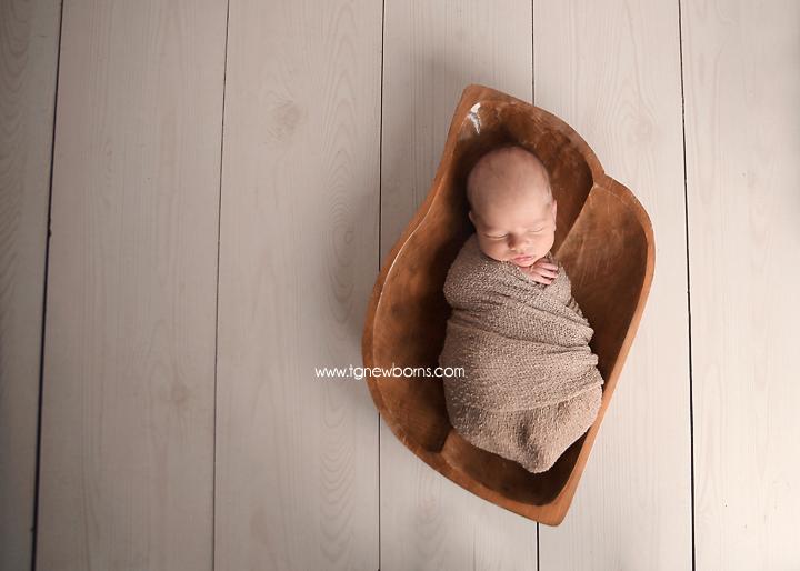 newborn wrap pose