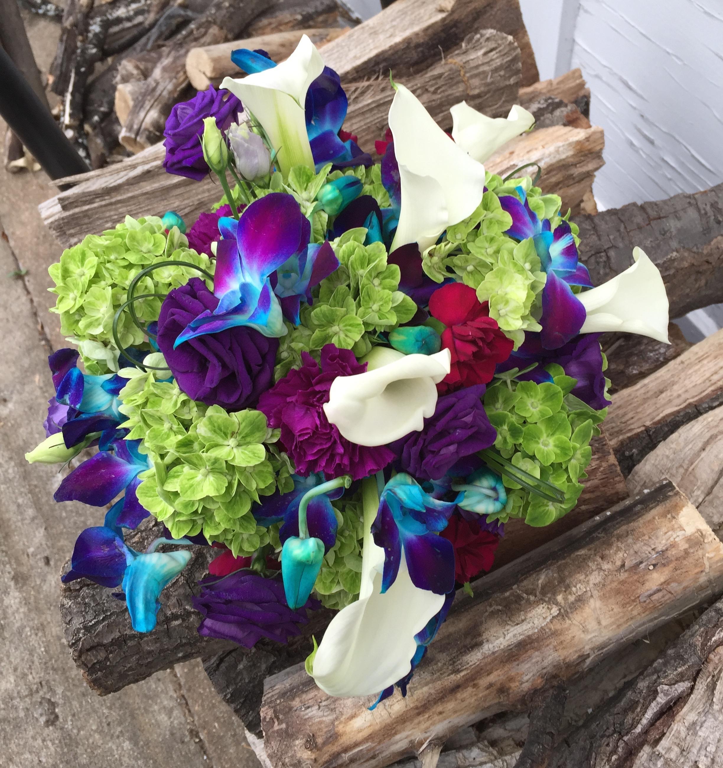 Mini-callas, hydrangea, lisianthus, dendrobium orchids