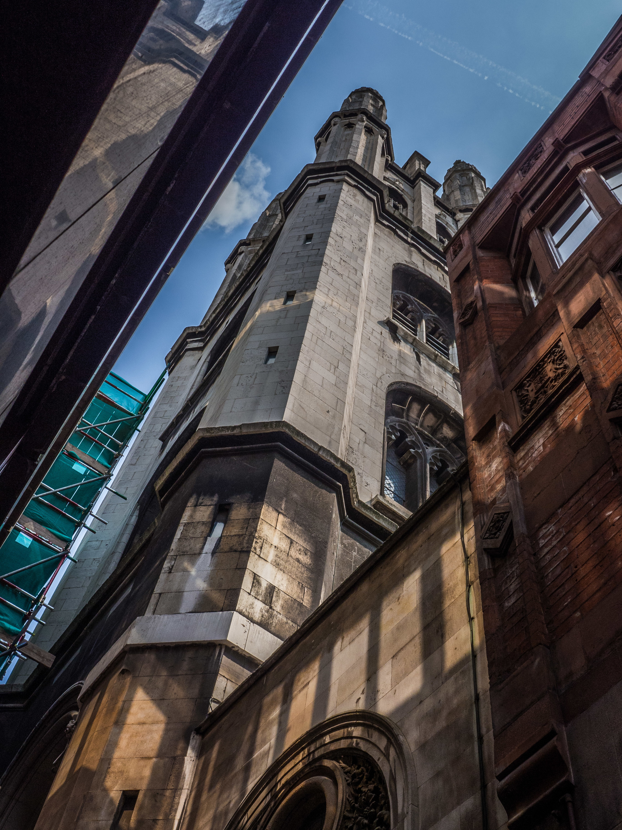 Like so many London Churches, St. Michael's is squeezed in between the surrounding buildings.
