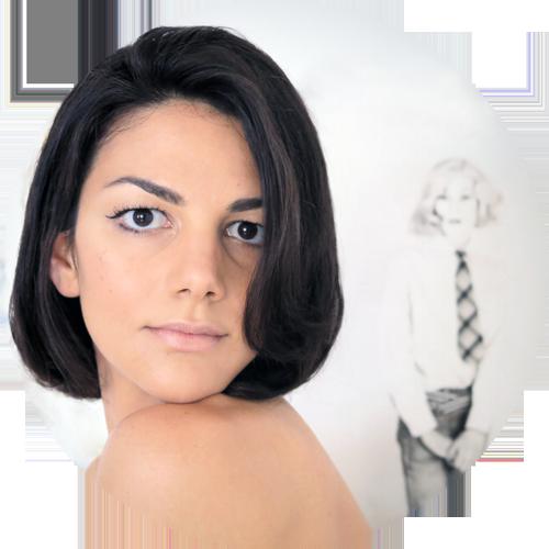 Sullo sfondo: Lady Warhol by  Christopher Makos . Non perdetevi la mostra  Altered Images , dal 12 Giugno al 3 Agosto presso la Galleria Carla Sozzani in Corso Como 10 a Milano. In collaborazione con  Ports 1961 .