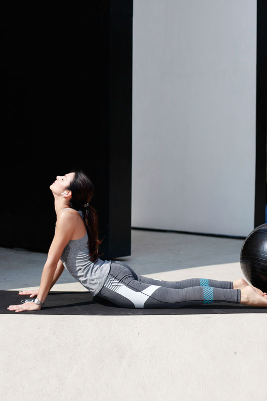 Cobra Pose:holds a wealth of benefits for the whole body,encourages positive changes in your internal organs, and benefits emotional well-being.