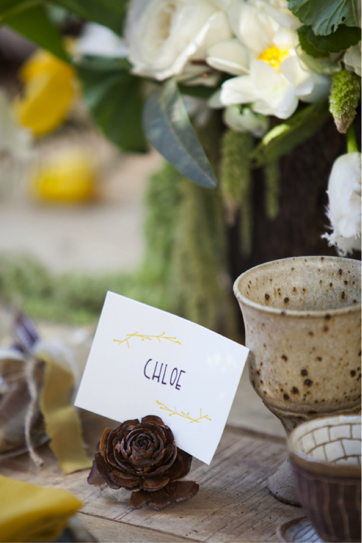 Place cards indicate exactly where your guests will be sitting at the table { Via }