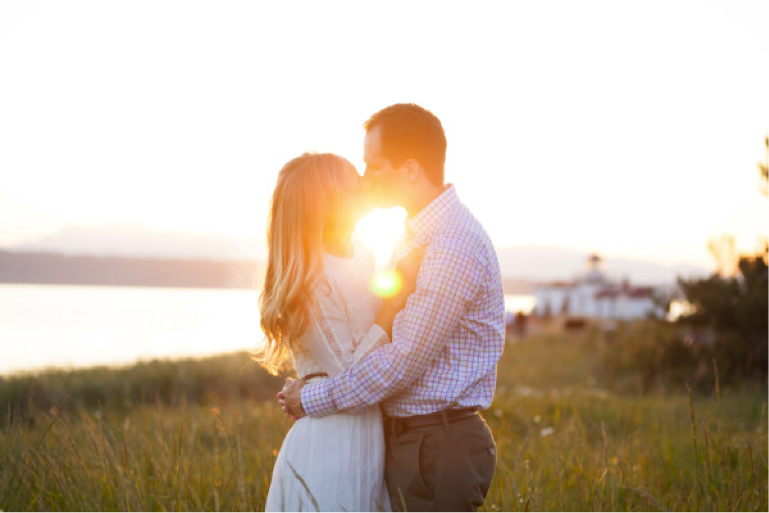 Showcase your love for each other with an engagement session and you'll end up with gorgeous photographs like this one { Via }