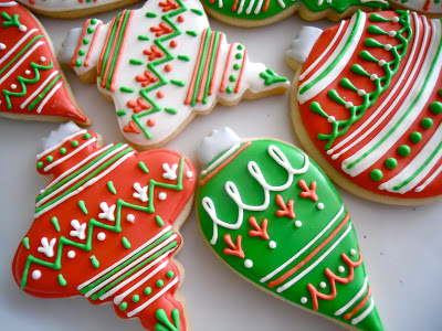 The detail on these ornament cookies from Oh Sugar Events is exquisite! { Via }