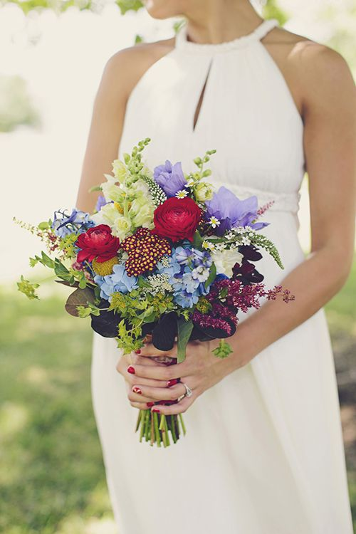 Simple details like the colors of the bouquets can make a bold statement!