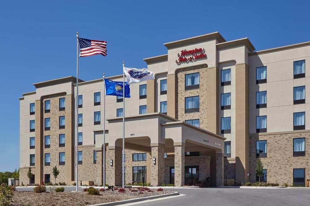 Hampton Inn & Suites Milwaukee-Franklin.jpg