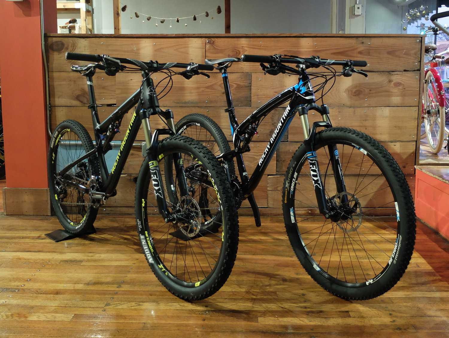 The Rocky Mountain Thunderbolt (L) and iconic Element (R).