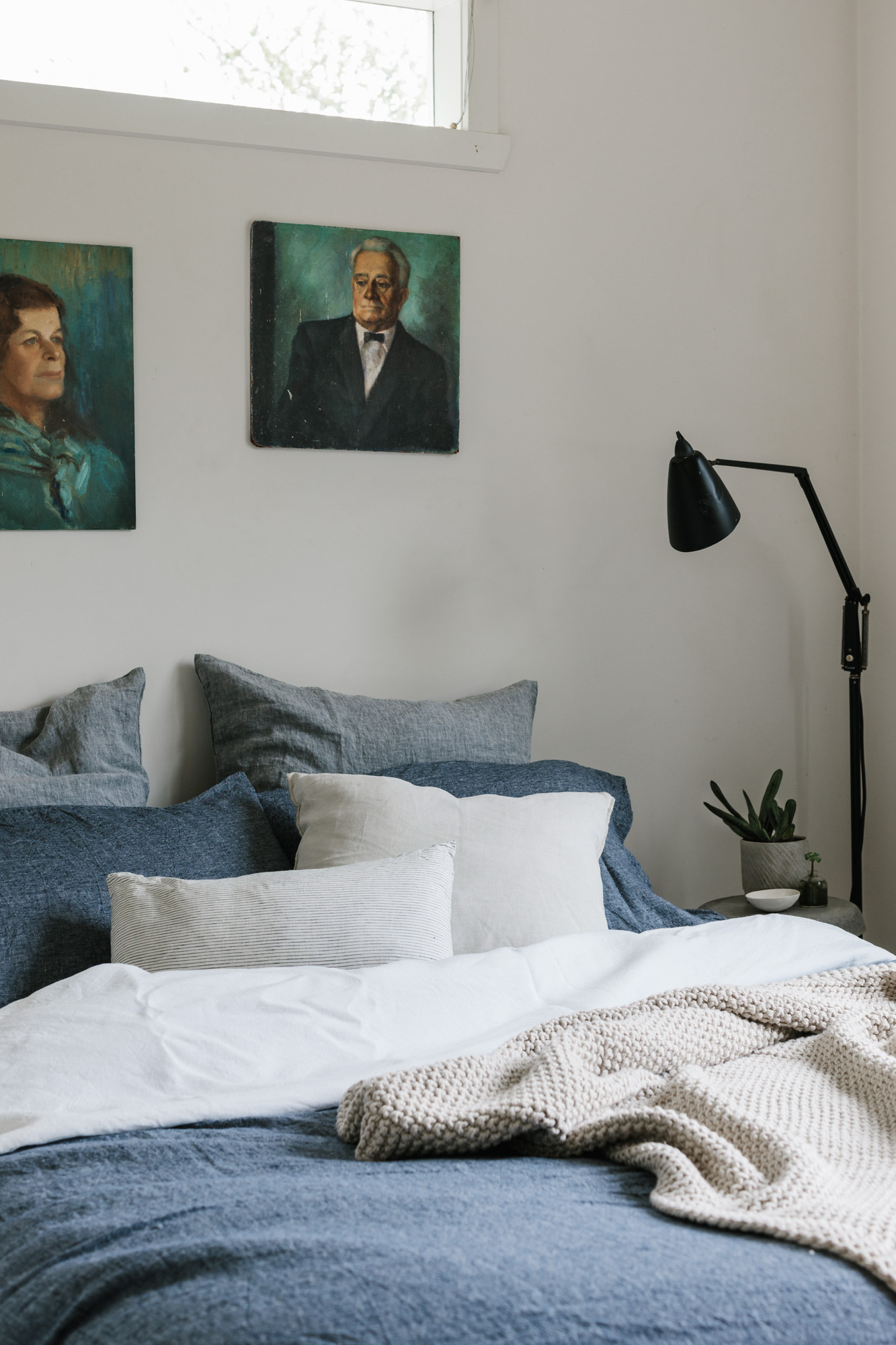 Marnie Hawson, Melbourne purpose-driven interior photographer for Riddells Creek weatherboard cottage and Country Style magazine. Linen by Major Minor.