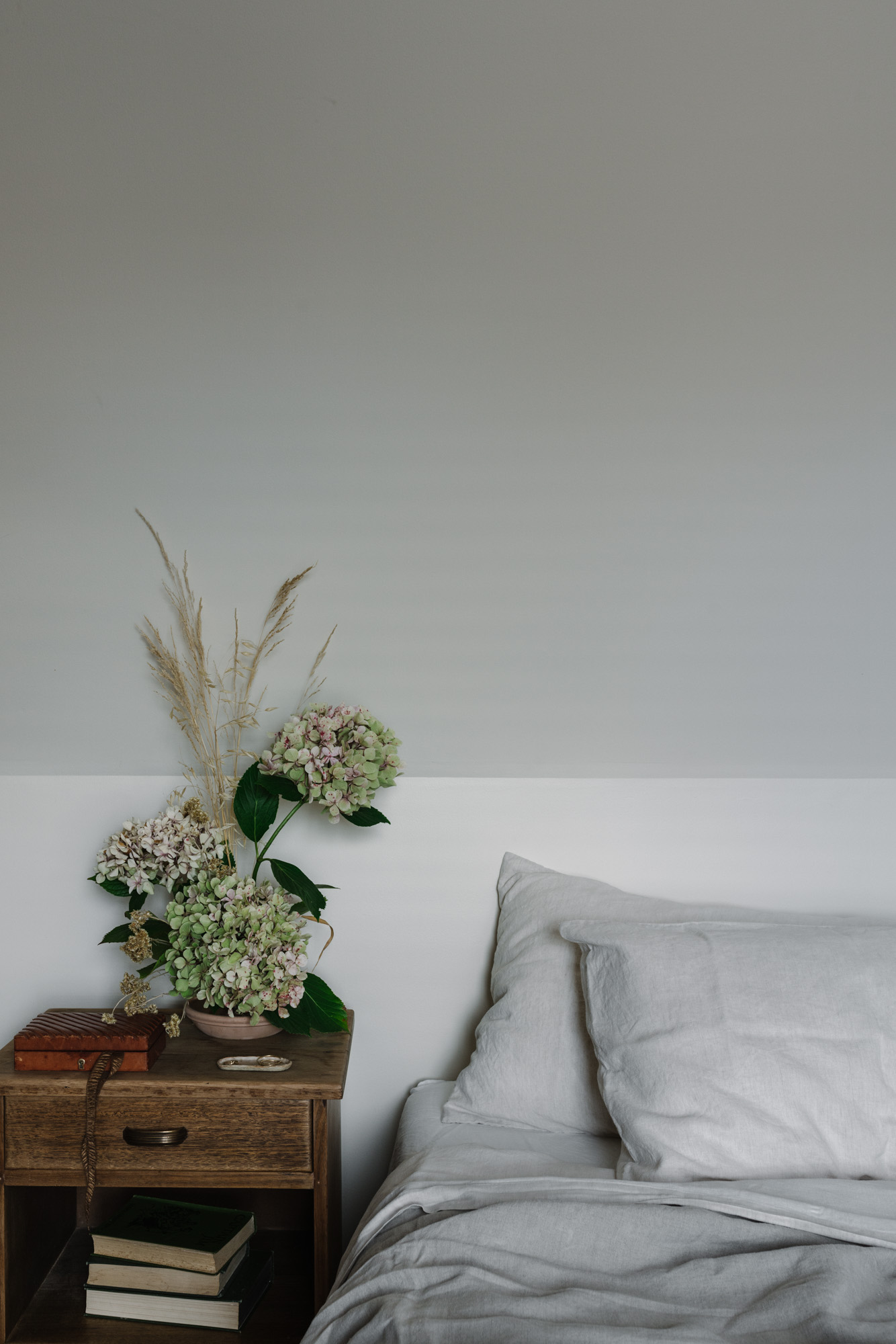 Captain's Cottage, West Hobart. Photography by Melbourne interior photographer Marnie Hawson, styled by Sarah Andrews, and botanicals by Primula Floral Styling.