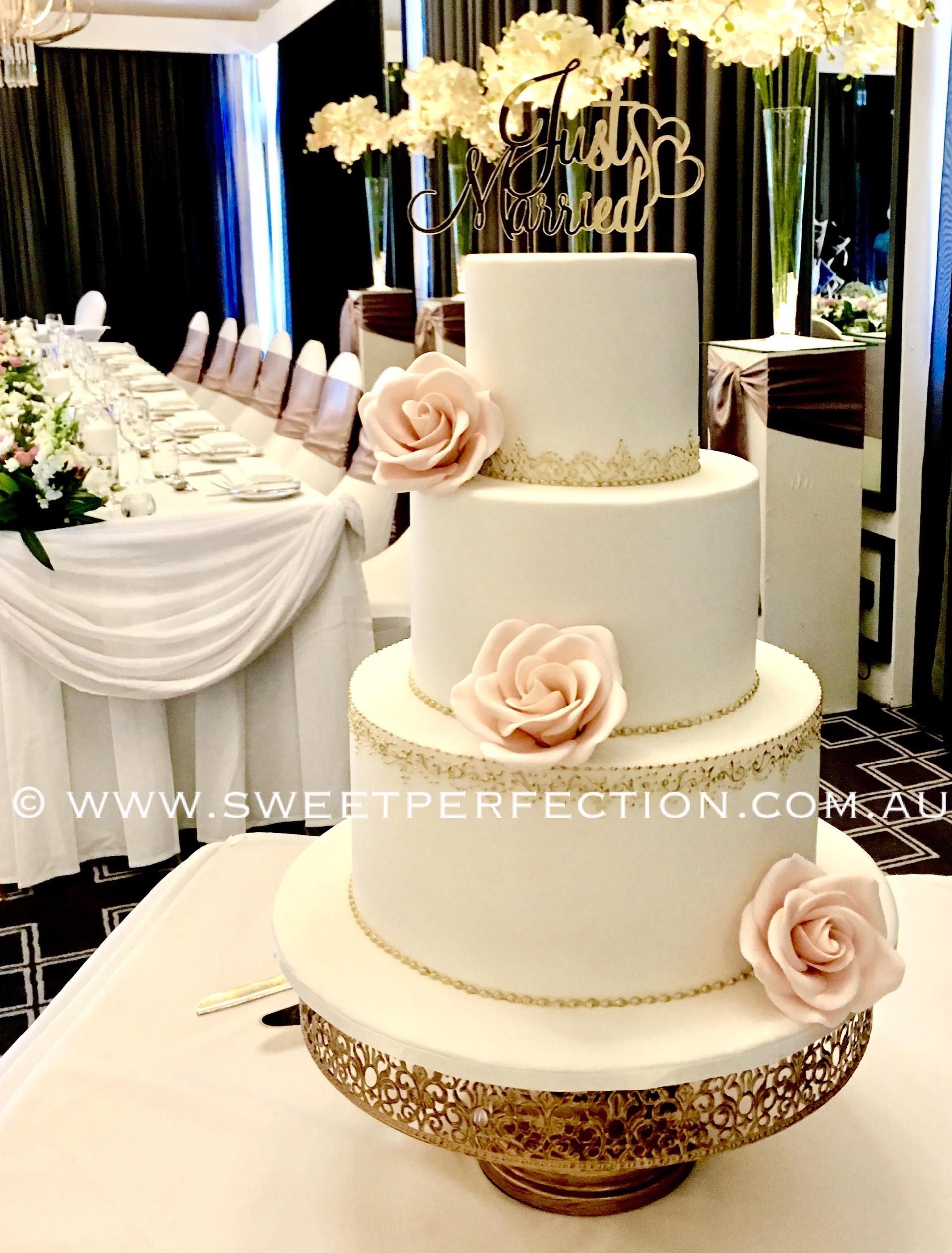 Gold filigree cake (2).jpg