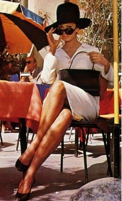 the ideal Italian summer in the city eating ice cream al fresco outfit