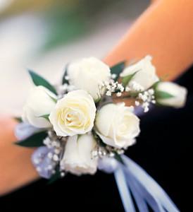 Seven White Spray Rose Wristlet TF161-5
