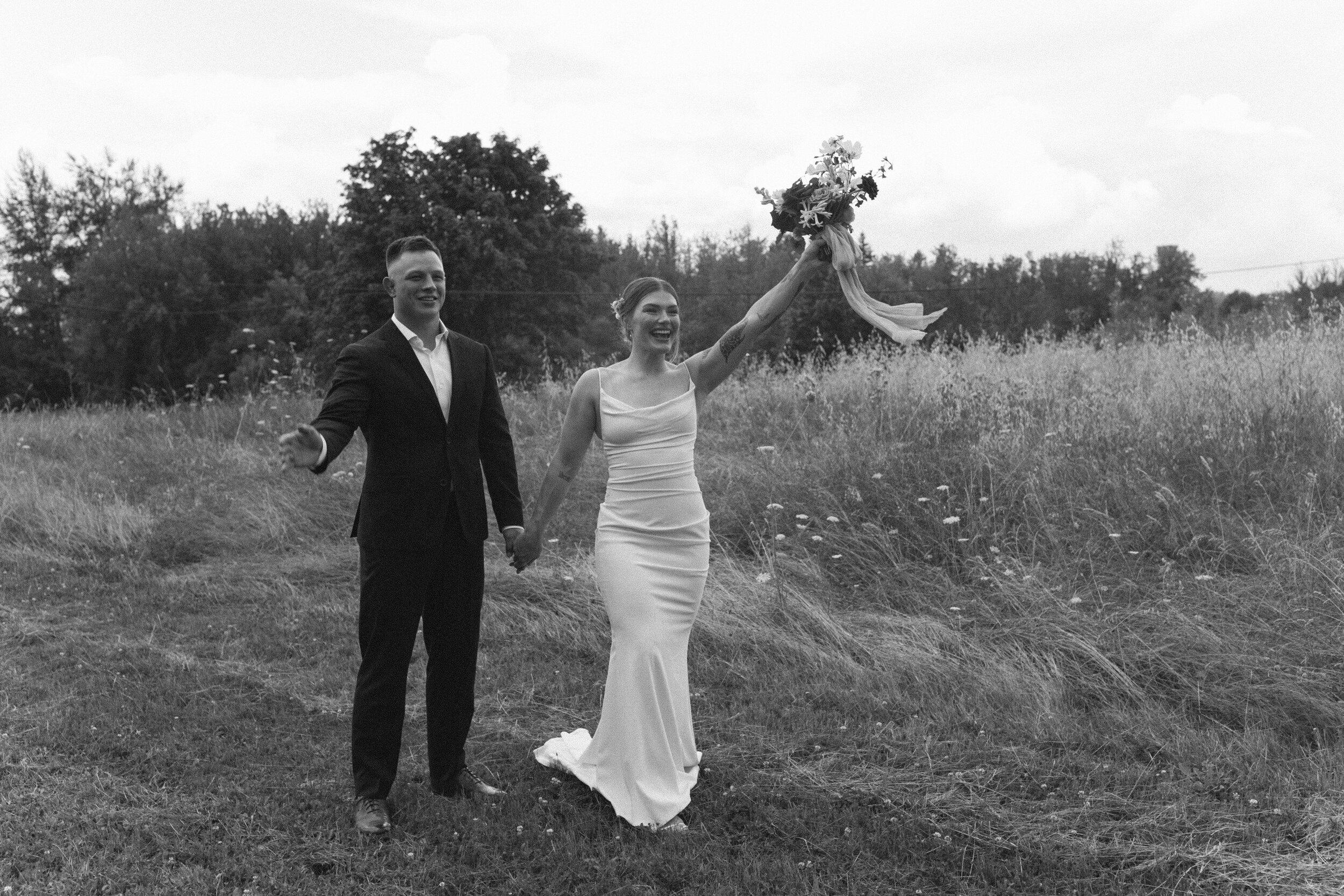 historiccedarschoolwedding_oliviastrohmphotography-64.jpg