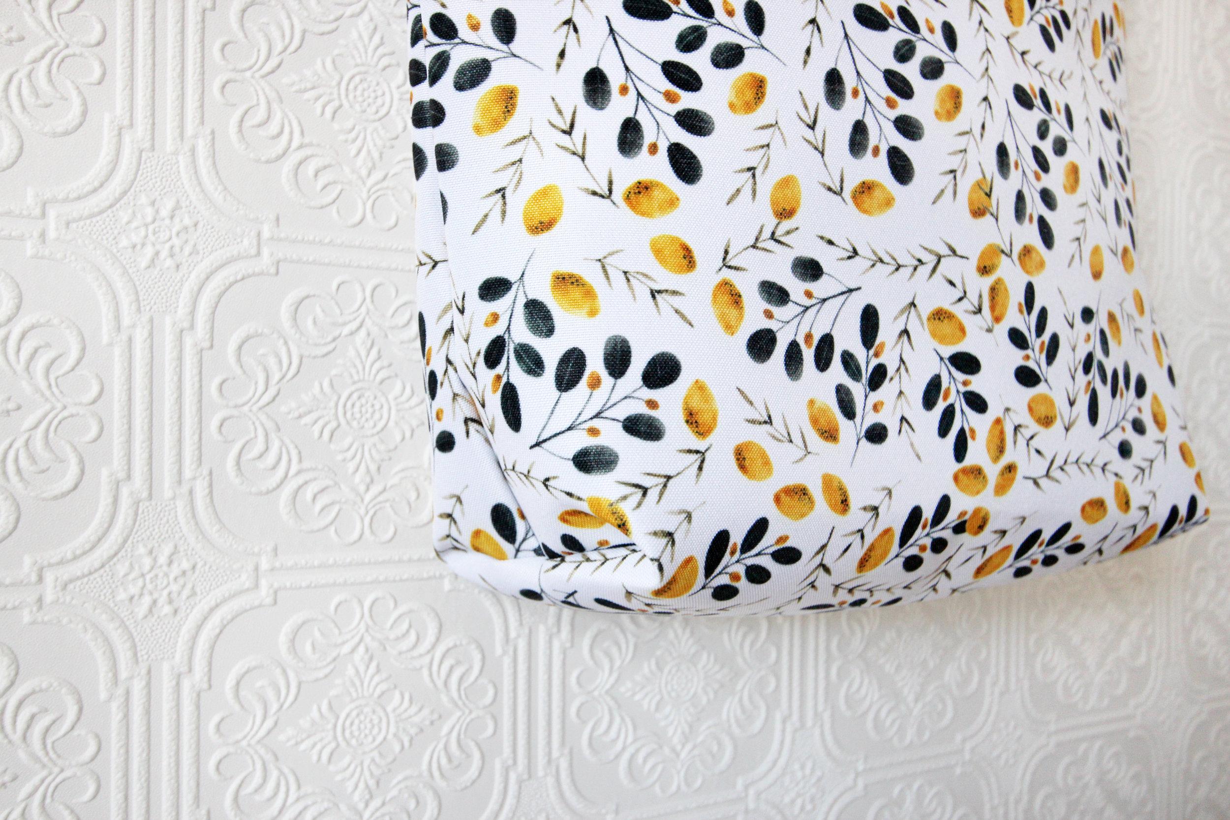 Maryclarewilkie-Lemons-4-Totesbag-marketbag-purse-watercolour.jpg