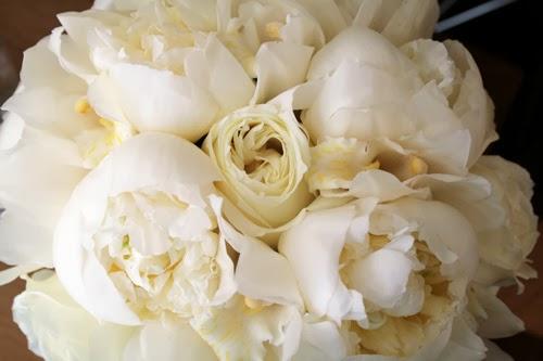 jennifer-bouquetclose.jpg