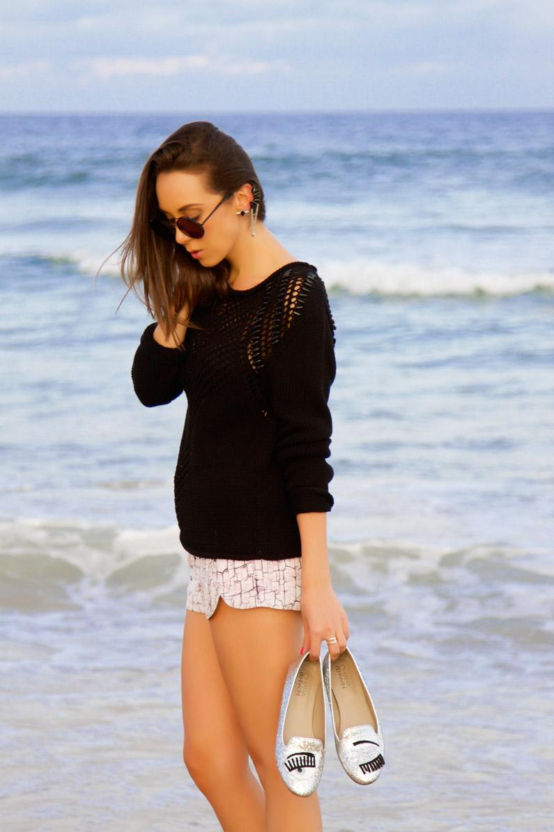 Chiara-ferragni-shoes-at-the-beach.jpg