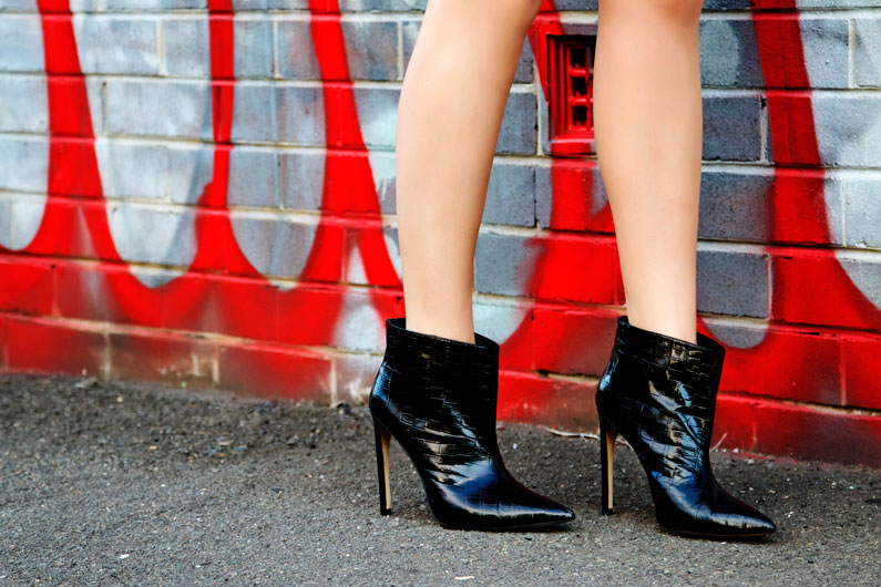the-mode-collective-black-shoes.jpg