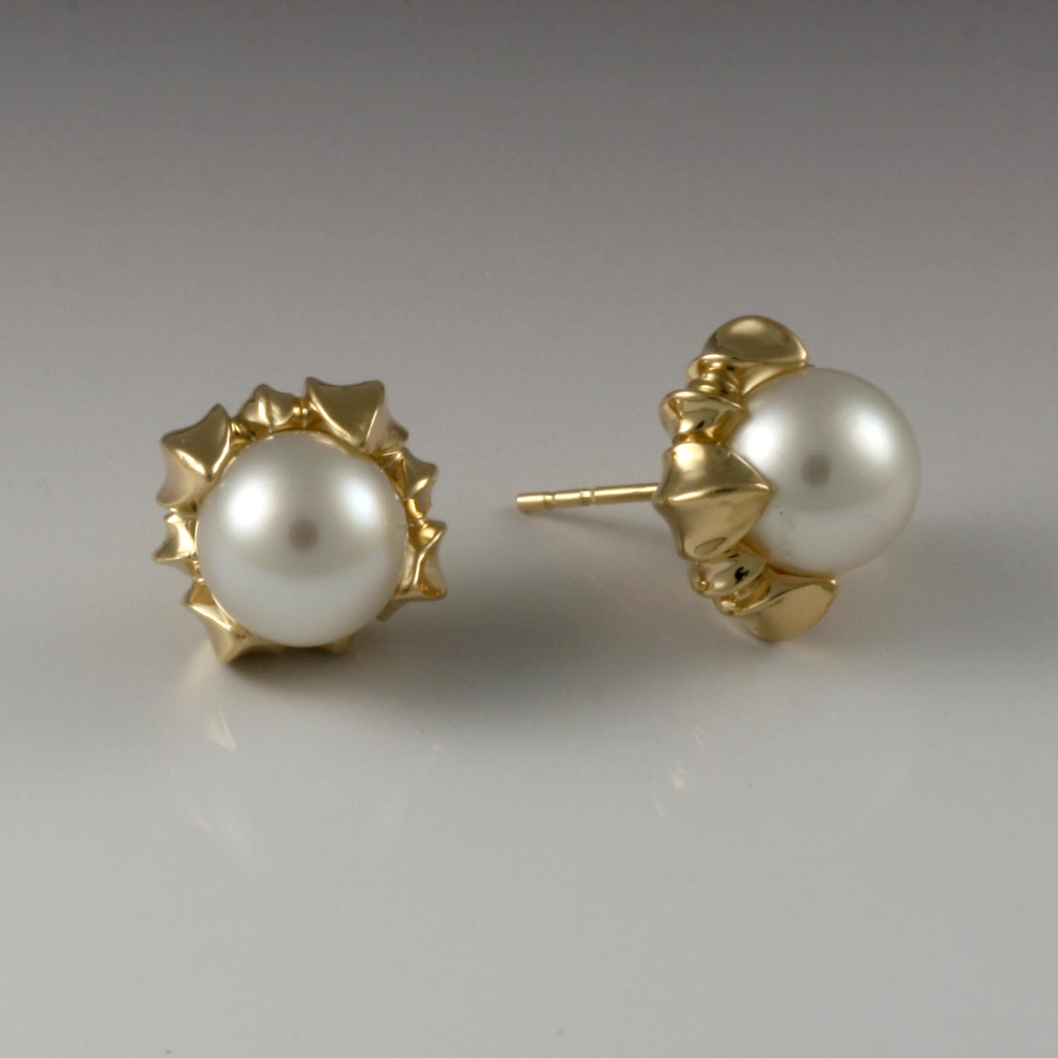 Jennifer Earrings with White Pearls