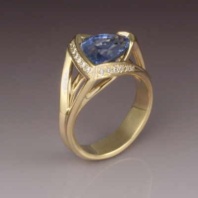 18   karat yellow gold, b lue sapphire and diamond ring