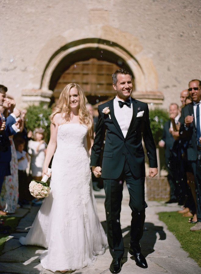 wedding-couple-exiting-San-Gian