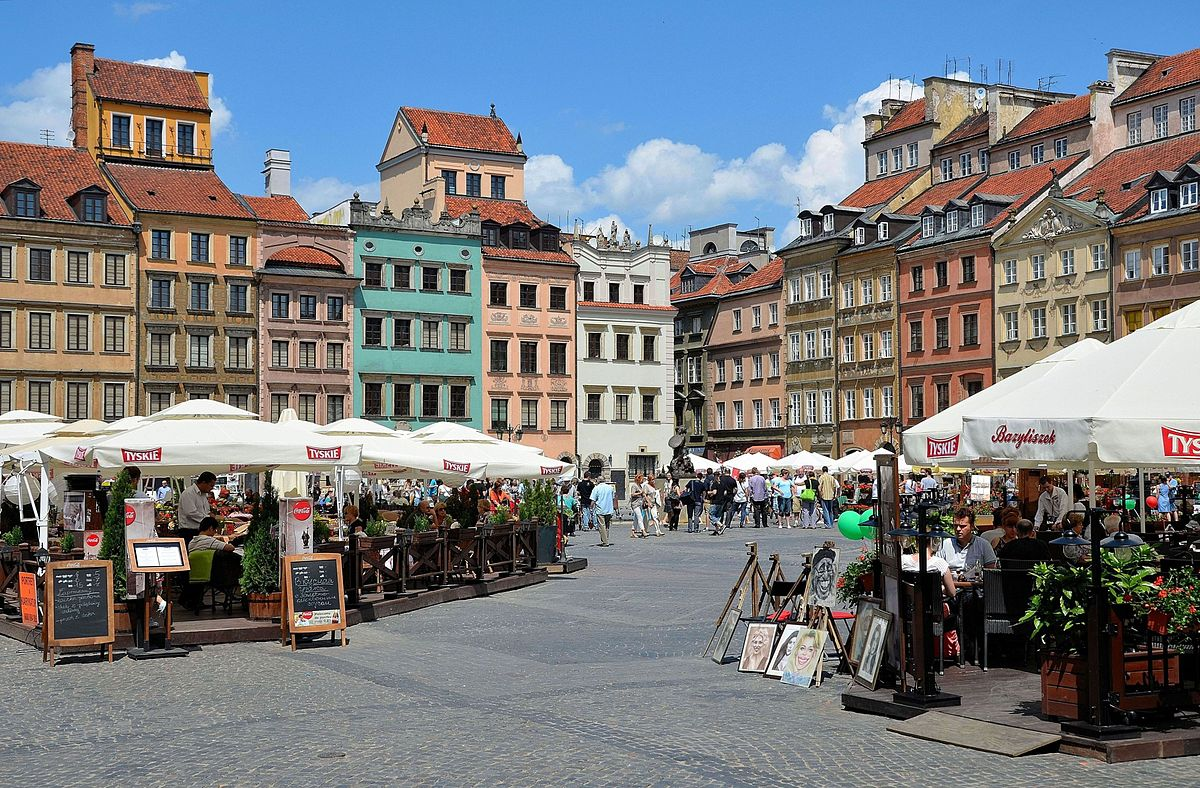 1200px-Warsaw_Old_Town_Market_Square_10.JPG