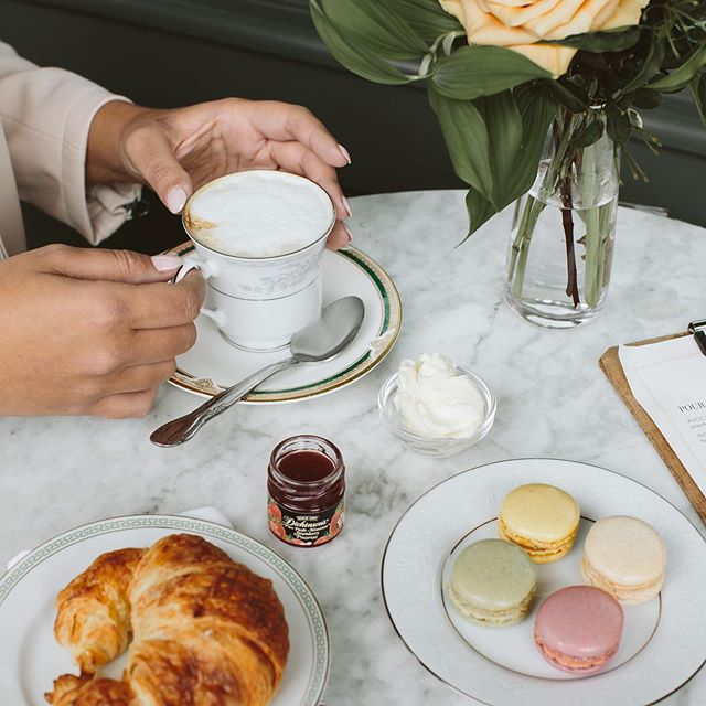 It's a beautiful Friday for a cup of coffee, a few macarons and a bistro breakfast. Don't you agree?