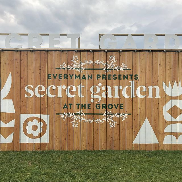 Just wrapped up installing an awesome pop up cinema for @everymancinema at @thegrovehotel - Massive thanks to the dream team @shackadelic.ltd and @creativesparkservices - #graphicdesign #handpainted #alwayshandpaint #branding #signpainting #signwriting #shed #popup #popupcinema #handcrafted