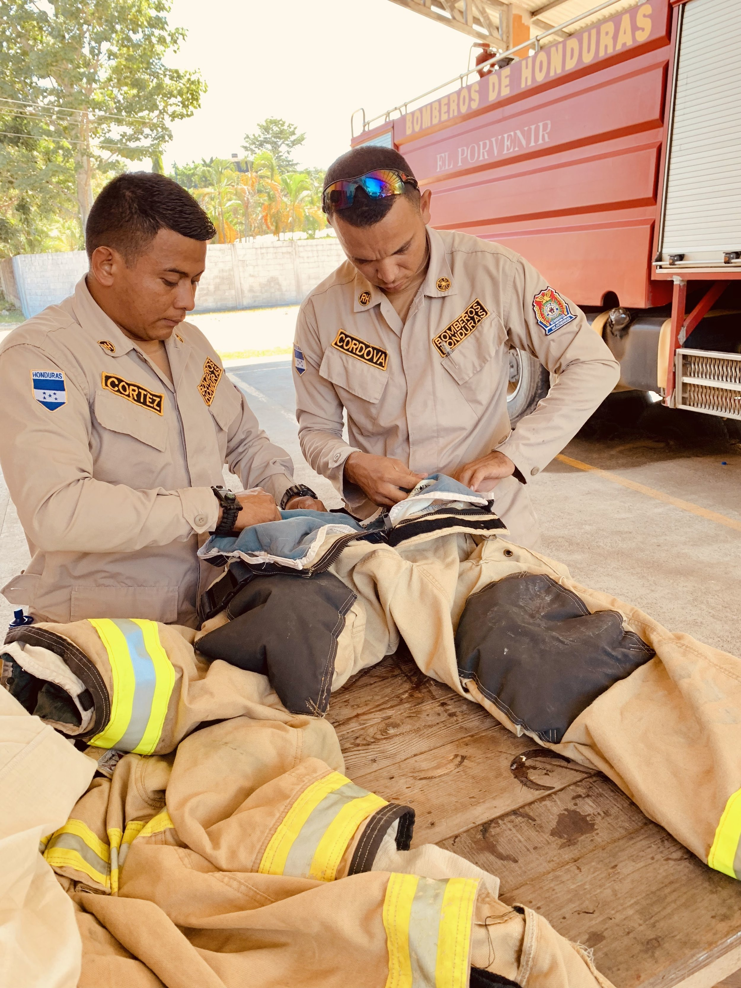 Connect Global was able to facilitate the delivery of several donated fire suits from the Southern Manatee Fire Rescue unit in Florida to the Firefighters of El Porvenir.
