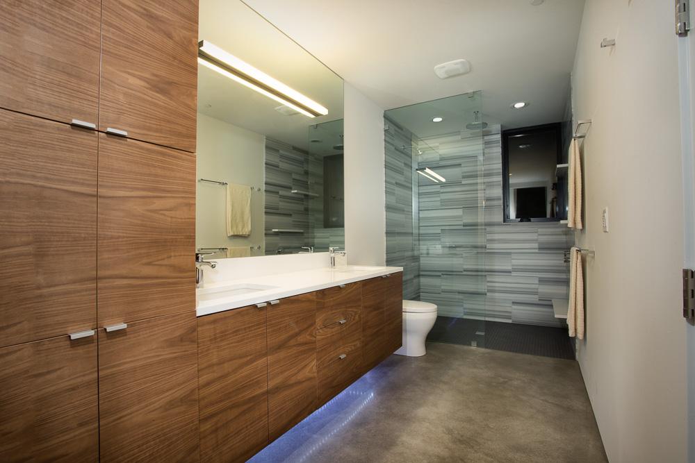 master bathroomW.JPG