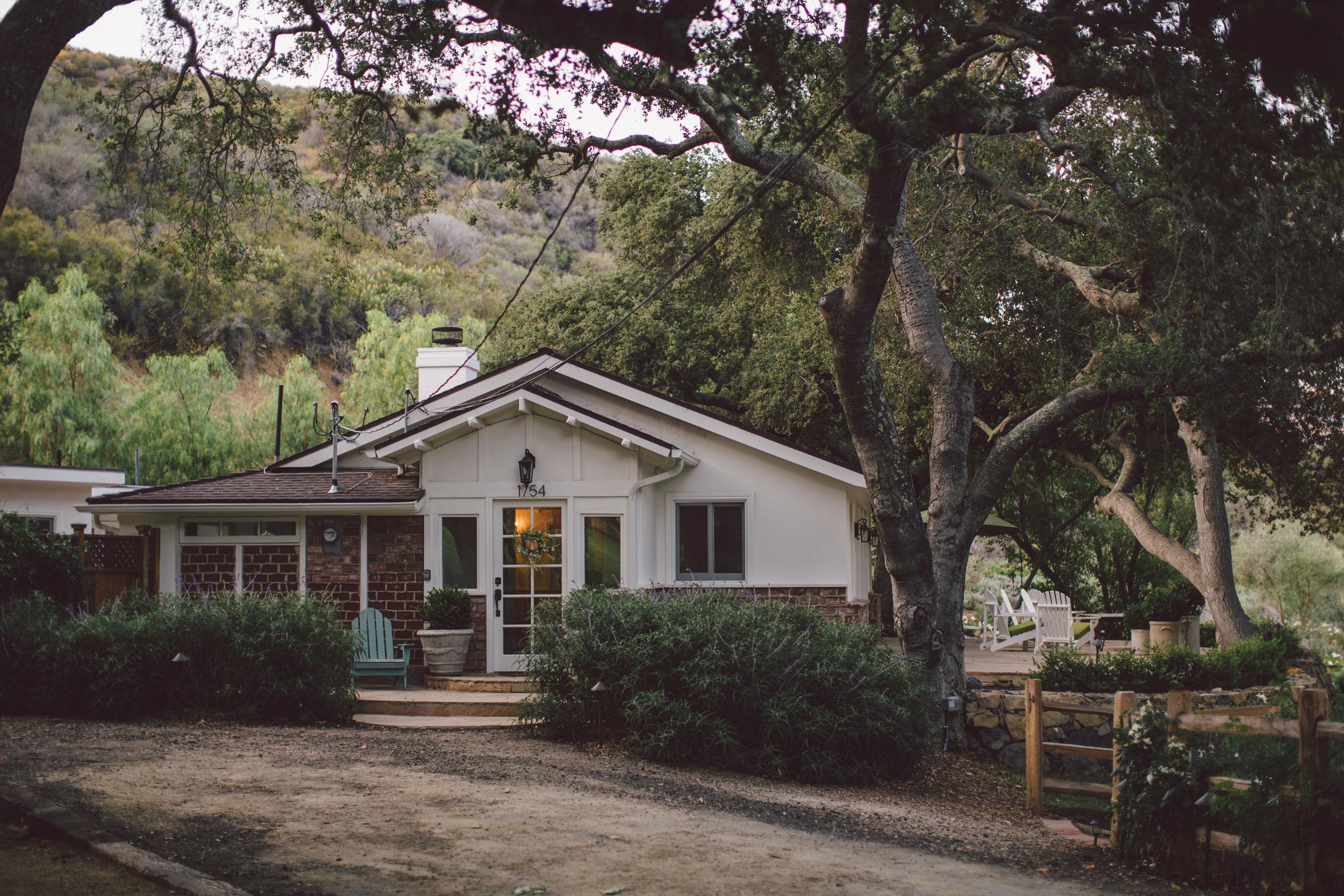 stonewall ranch-malibu-getting ready-cottage-wedding