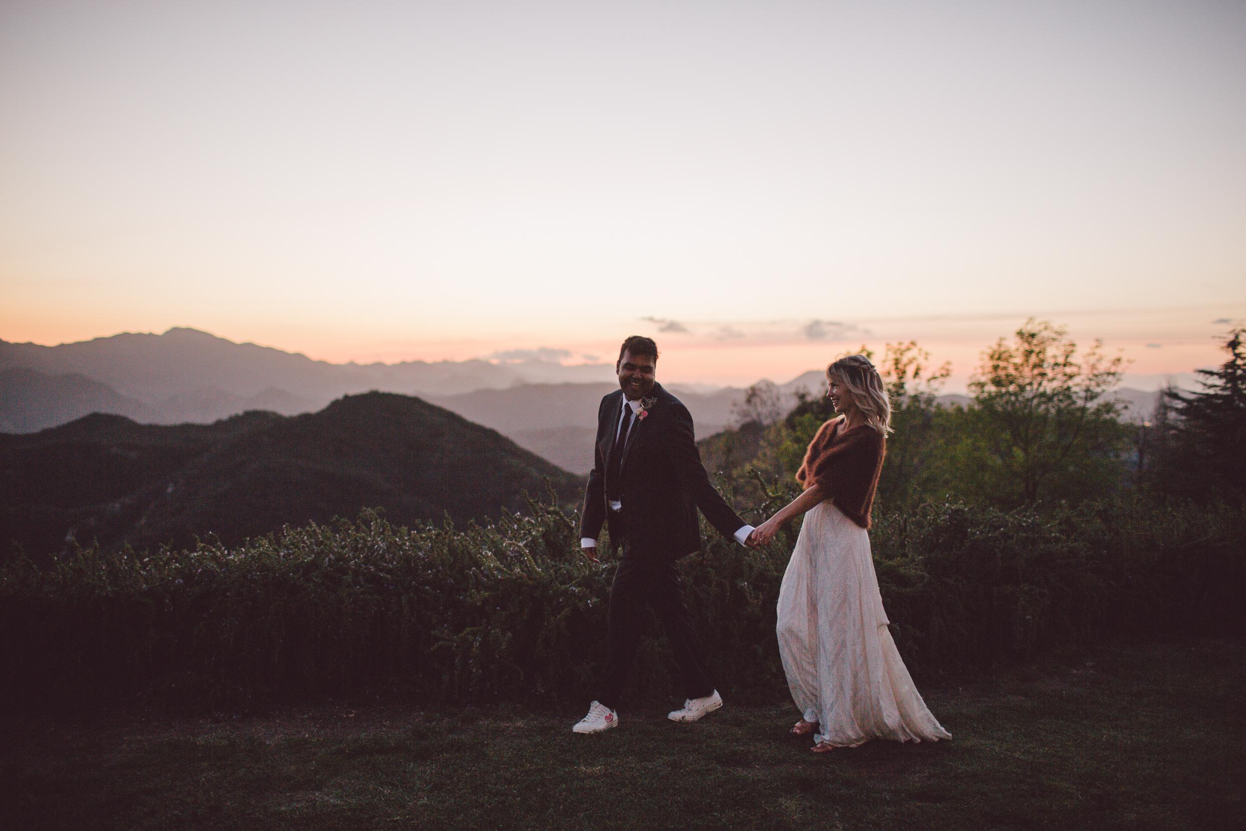 romantic-wedding-malibu-sunset-couple
