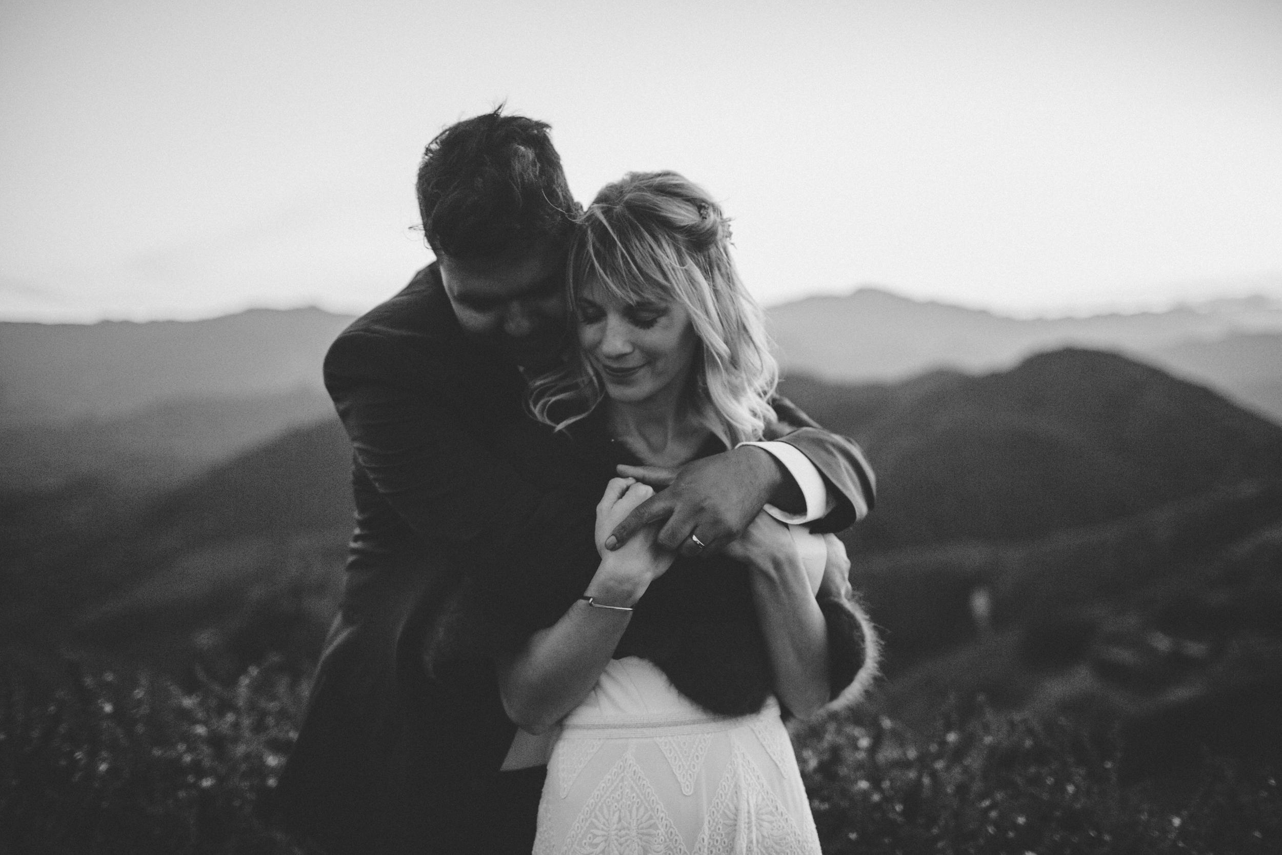 moody-romantic-malibu-wedding-outdoor-dusk