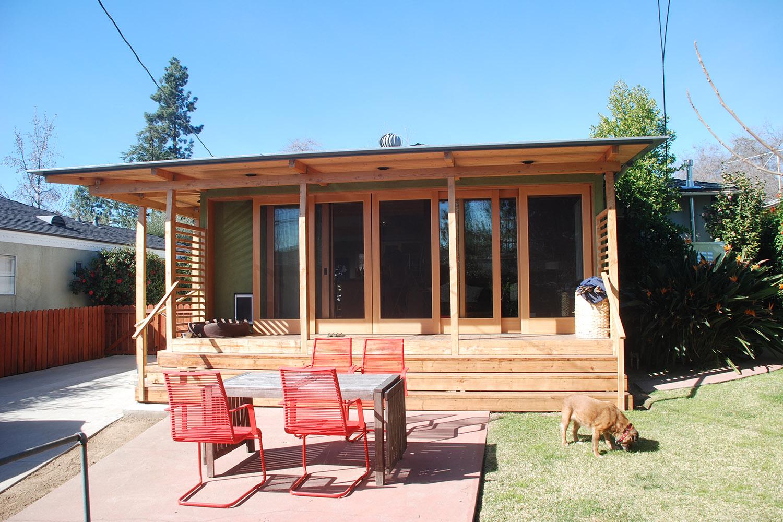 11-bunch-design-pasadena-house-doors-patio.JPG