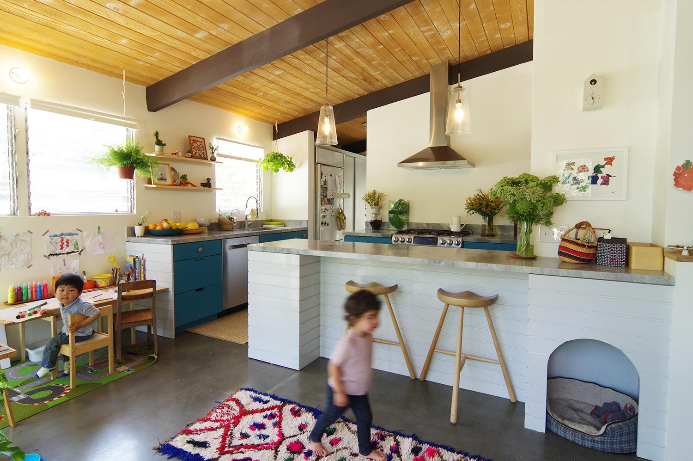 0-bunch-design-itabashi-residence--kitchen-front-diagonal.jpg