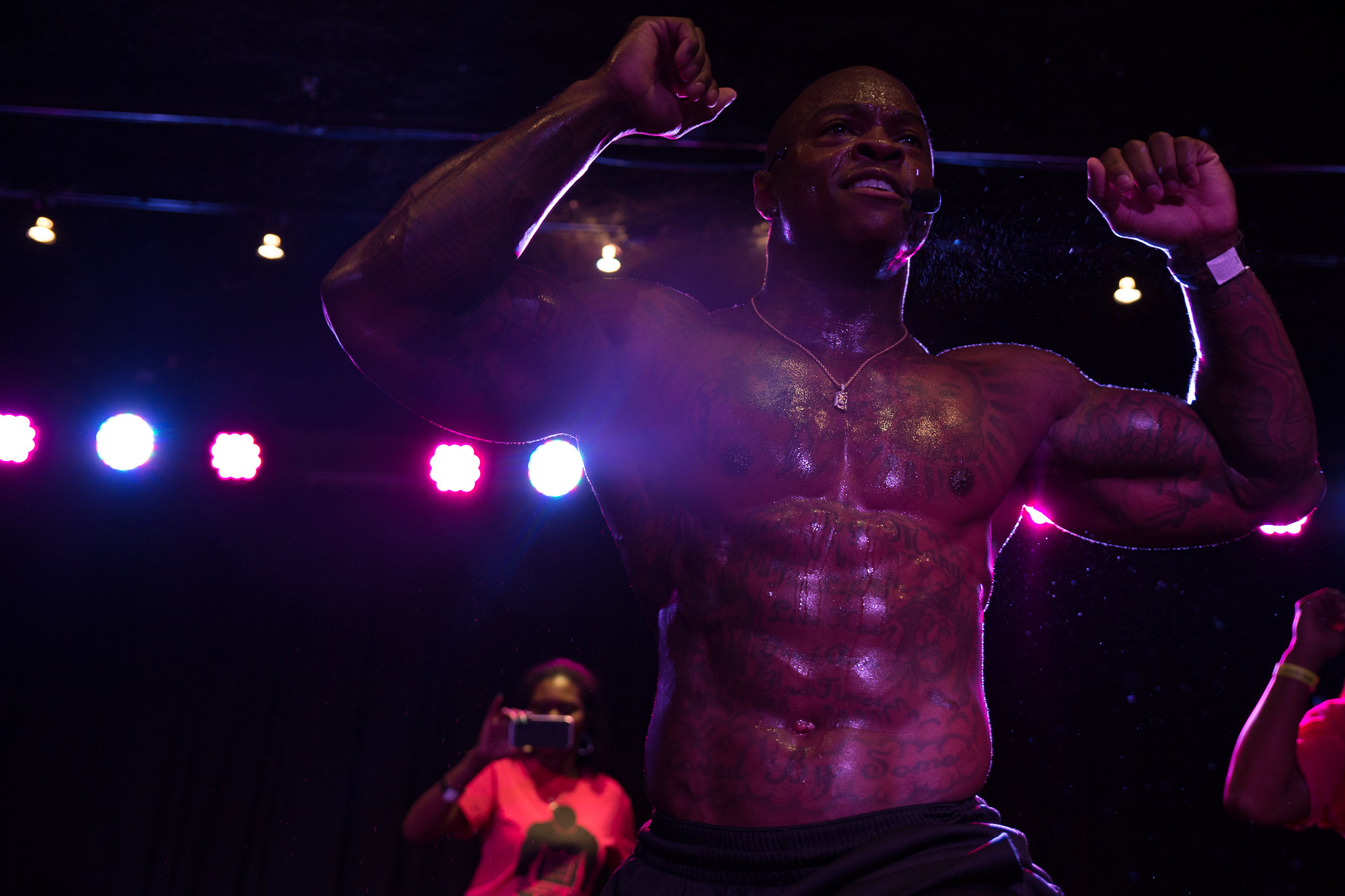 DaShaun confirming for the audience that he is the Guru of Abs