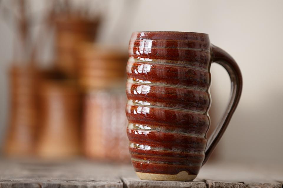 Swirl Mug, 16 oz. in the Amber glaze.