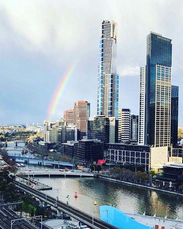 10AM • 'Cause shade never made anybody less gay 🌈 ••• • • #melbourne #victoria #australia #yarra #eurekaskydeck #eurekabuilding #yarrariver