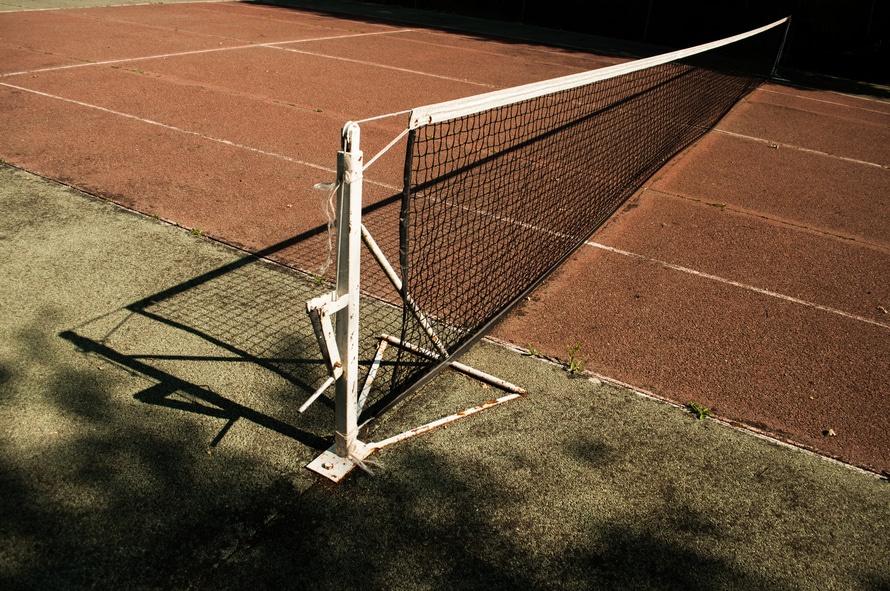 sport-tennis-old-net-large.jpg