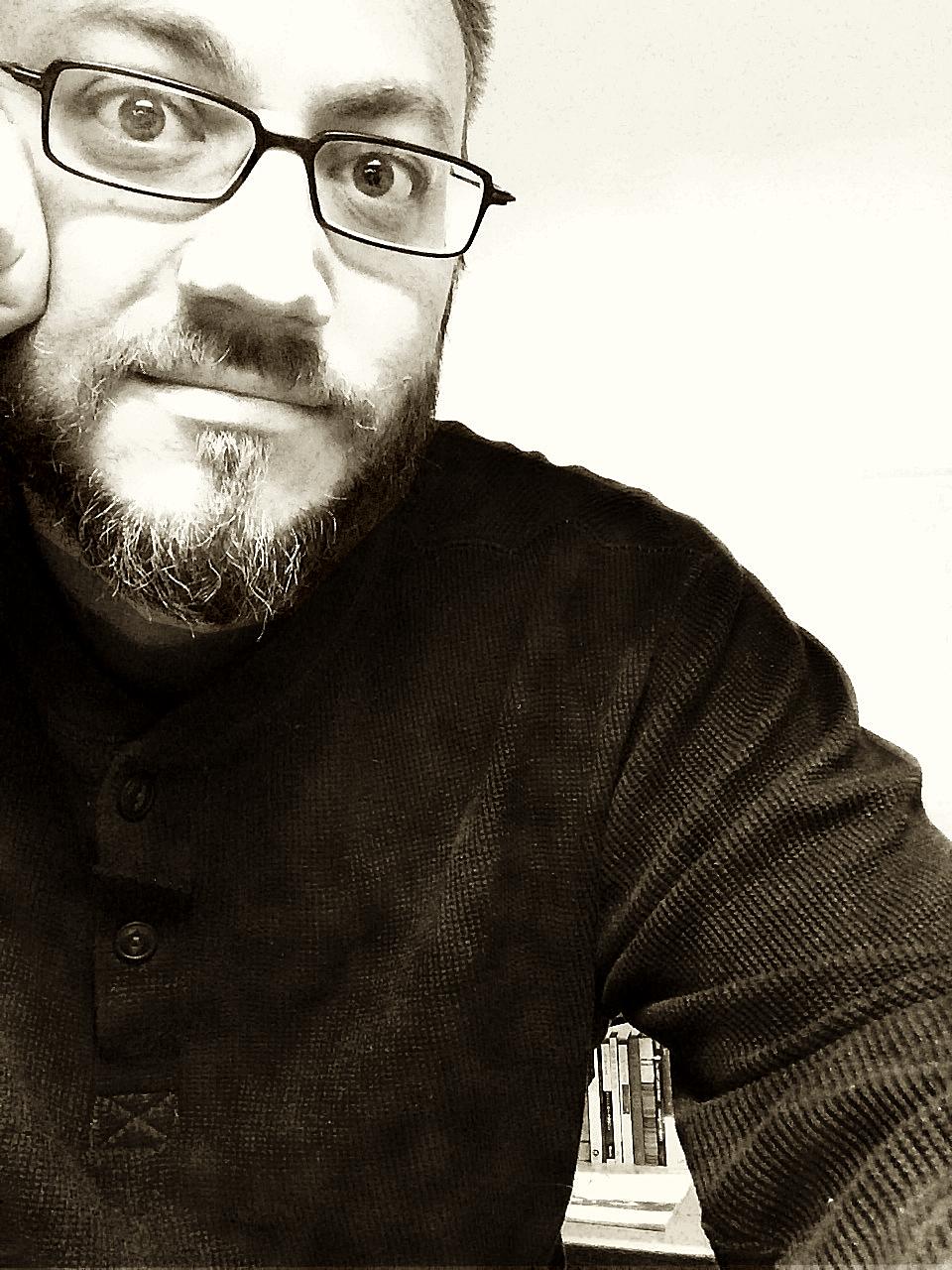 Steve Desk 2014 Smile Best2.jpg