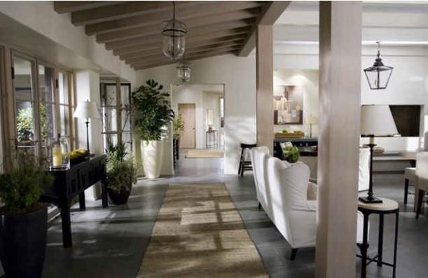 Amandas-house-corridor-611x397.jpg